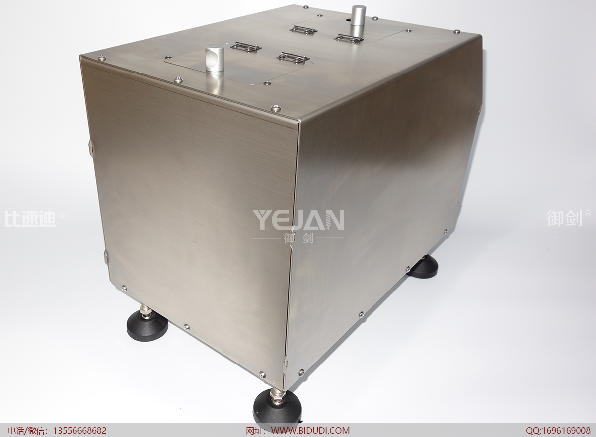 拉铆钉夹咀是将由主机通过管道输送过来的拉铆钉,夹住并装入到拉钉枪咀,它是自动拉钉机的比较核心的技术所在;信号收集输出机构,顾名思义,就是信号收集与输出,机器的运行是由它来启动完成的。